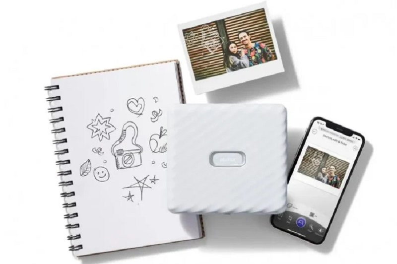 Fujifilm Instax Link Wide Smartphone has a larger printout